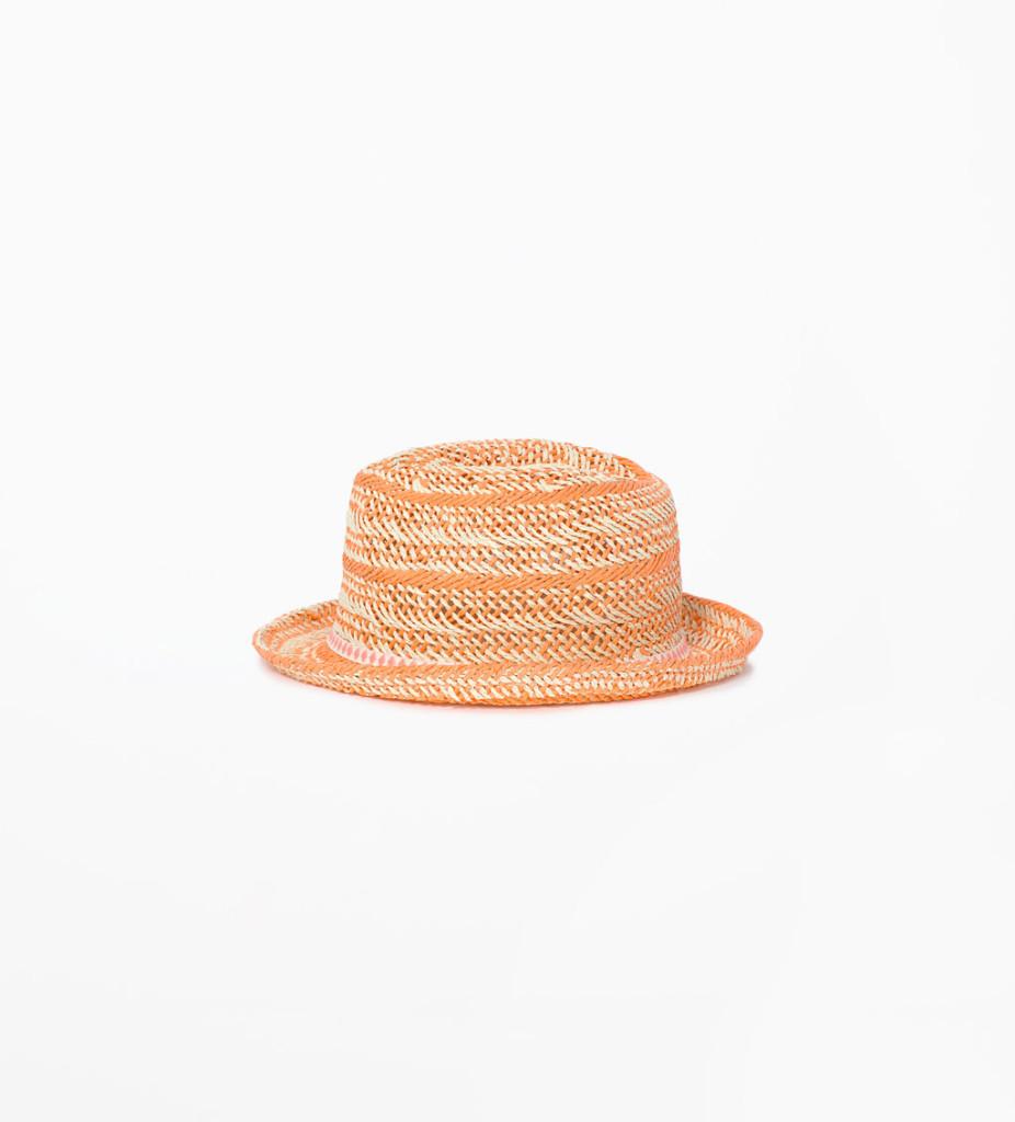Cappello in paglia colorata perfetto da abbinare ad un look easy_ Zara