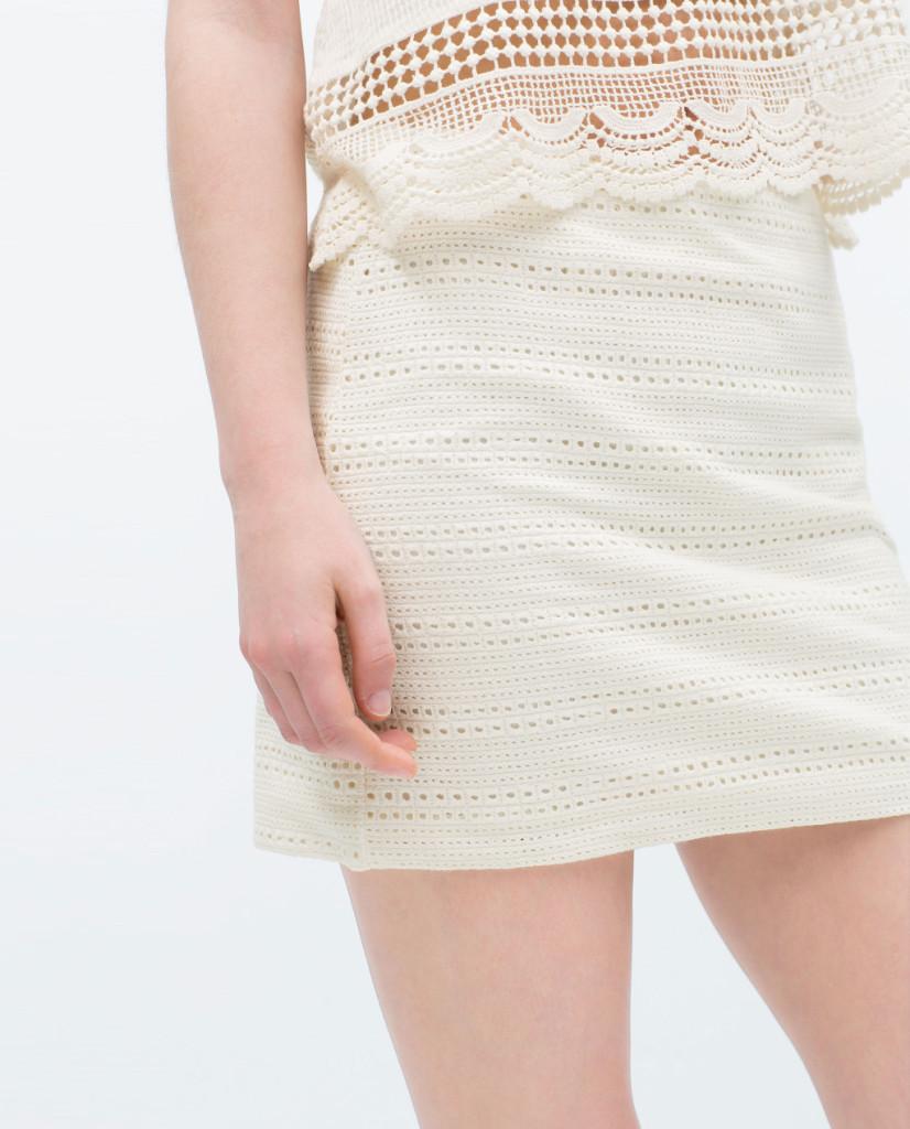 Minigonna dritta crochet, 17,99 euro da Zara