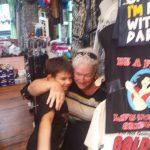 Alcuni degli abbracci raccolti da Jaden con #thesmileexperiment