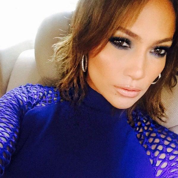 Jennifer Lopez con smokey eyes colorato