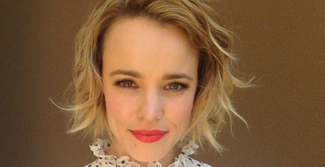 Rachel McAdams sceglie un make up che oscilla tra il naturale e l'intenso, sempre elegante e sofisticato