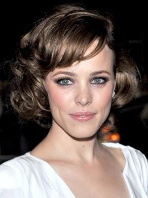 Con lo smokey eyes Rachel McAdams opta per un rossetto naturale