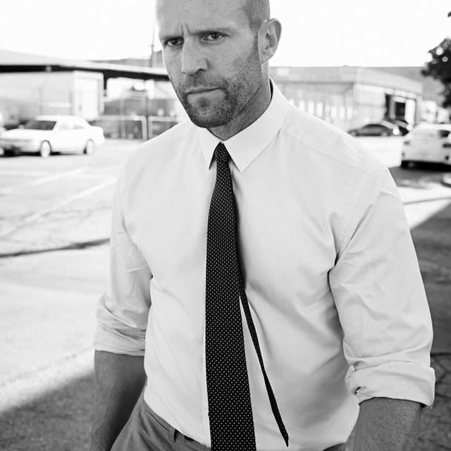 Jason Statham in uno scatto in bianco e nero.