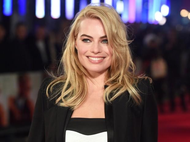 Cura dei capelli biondi come Margot Robbie