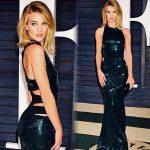 L'amore per le paillettes è riconfermato anche in abiti lunghi come questo indossato al Vanity Fair Oscar party..