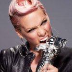Pink è la regina dei capelli rosa, d