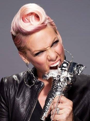Pink è la regina dei capelli rosa, d'altronde il nome che porta è decisamente esplicativo.