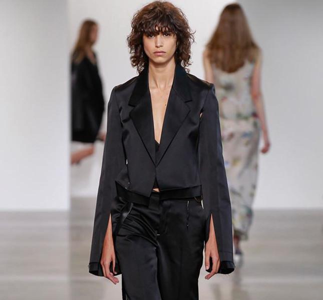Calvin Klein blazer nero su pantalone tono su tono