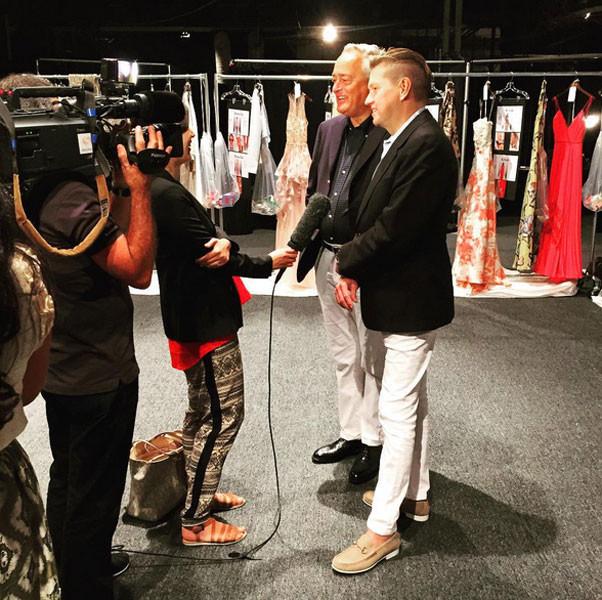 Gli stilisti di Badgley Mischka rispondono alle domande dei media sulla collezione SS 2016