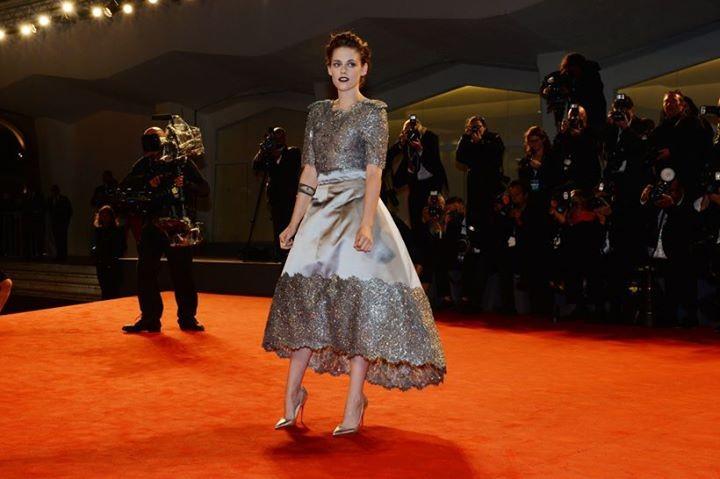 E' prefetto per Kristen Stewart l'abito in seta e pizzo di Chanel