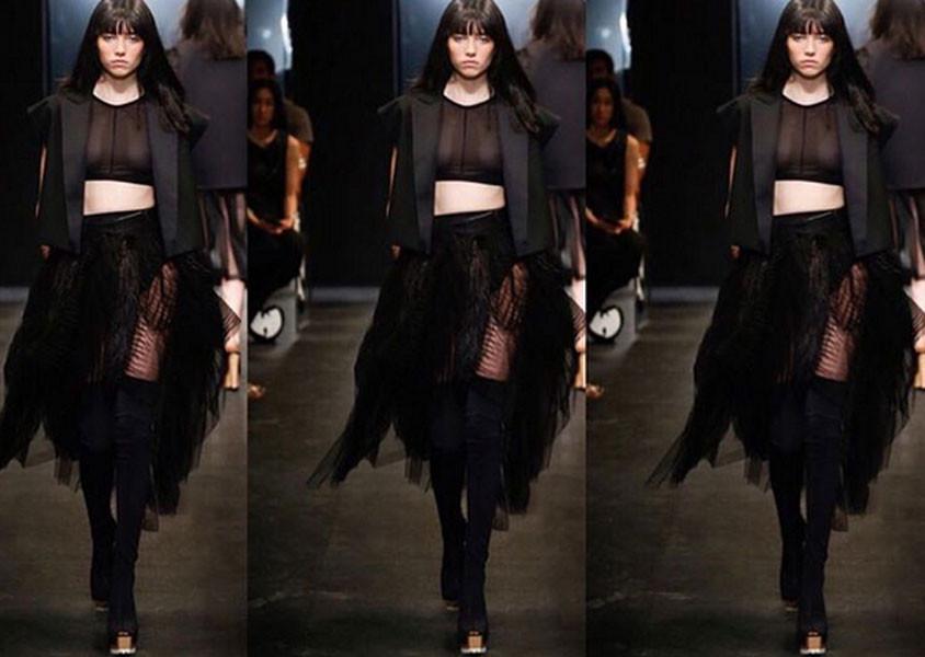 E' rigorosa ma iper femminile la collezione Vera Wang SS 2016
