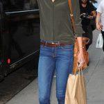 Karlie Kloss a passeggio con uno stile molto casual
