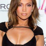 Jennifer Lopez con il nuovo taglio , un bob