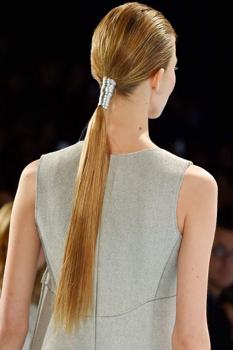 Coda di cavallo morbida per i capelli più lunghi