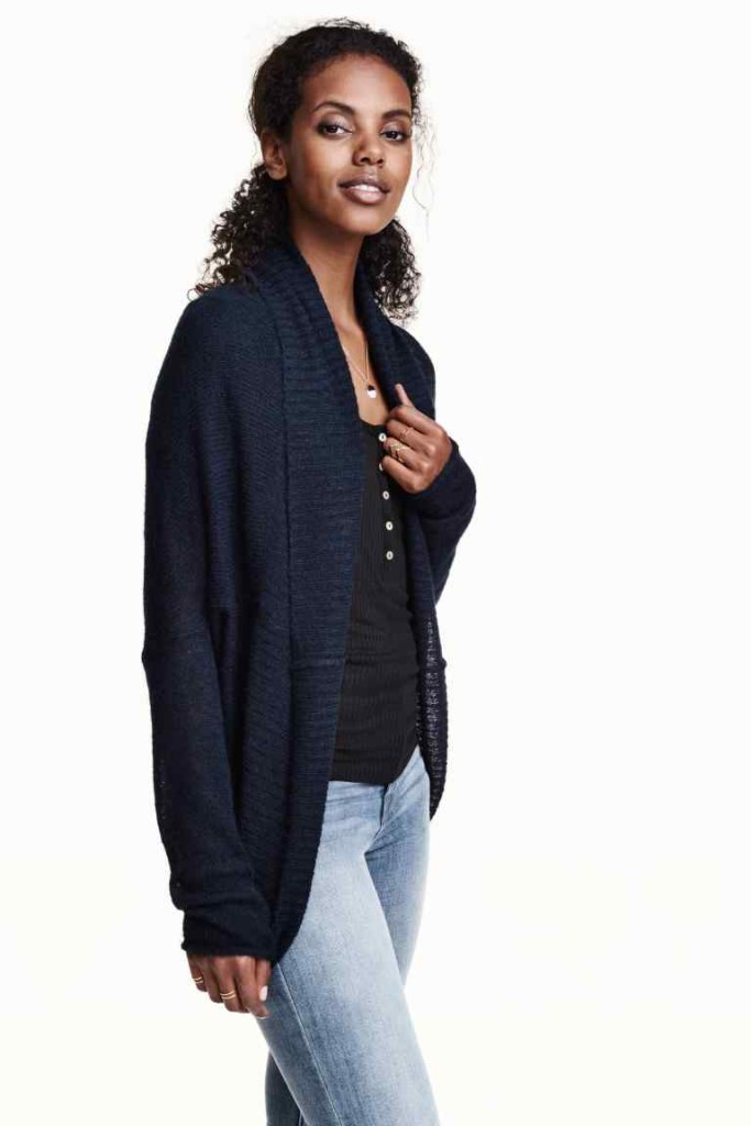 H&M Cardigan in maglia lavorata a punto largo con collo a scialle. Linea arrotondata in basso.