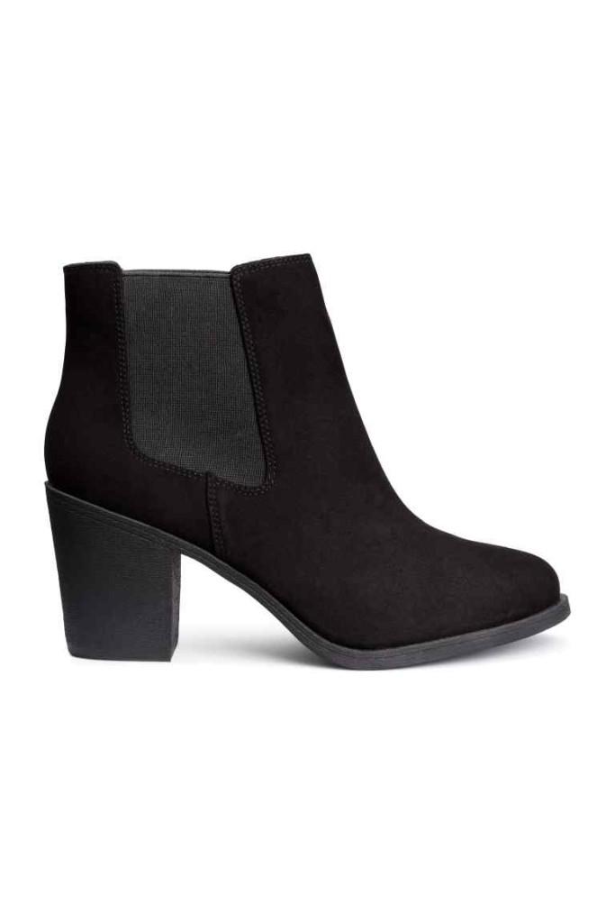 H&M Stivaletti alla caviglia in finto camoscio. Elastici laterali. Tacco 8,5 cm, suola in gomma.