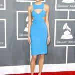 Tubino azzurro cielo sfoggiato da Karlie ai Grammys