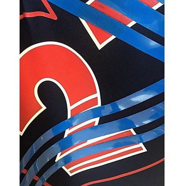 Maxi stemp e simboli ispirati alle bandiere dei vari paesi nella collezione Lacoste SS 2016