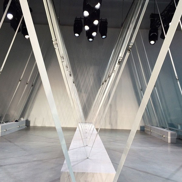 La location high tech e minimalista della sfilata Lacoste SS 2016