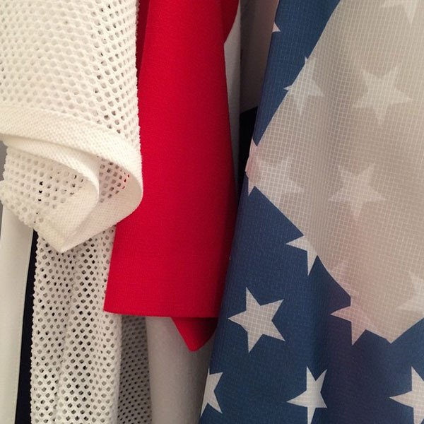 La bandiere americana è uno dei leit motiv della sfilata Lacoste SS 2016