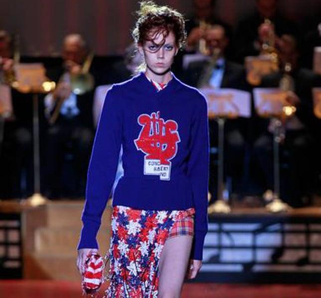 Marc Jacobs stile collegiale con maglioncino