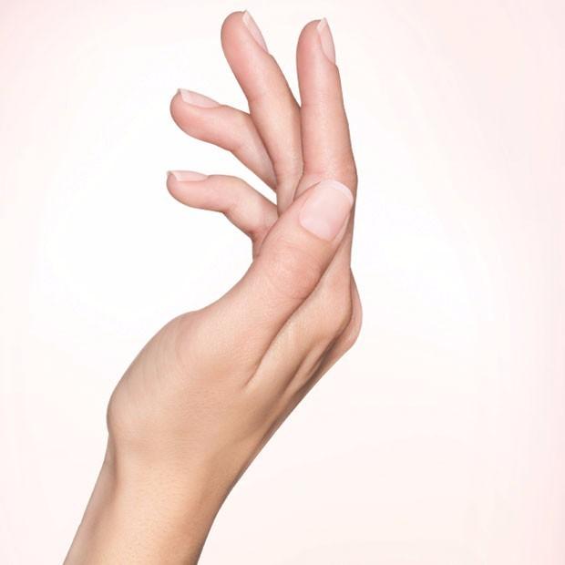 Manicure con smalto ad effetto bb Cream - crediti orly