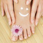 Esfolia ed idrata i piedi per una pelle morbida e levigata