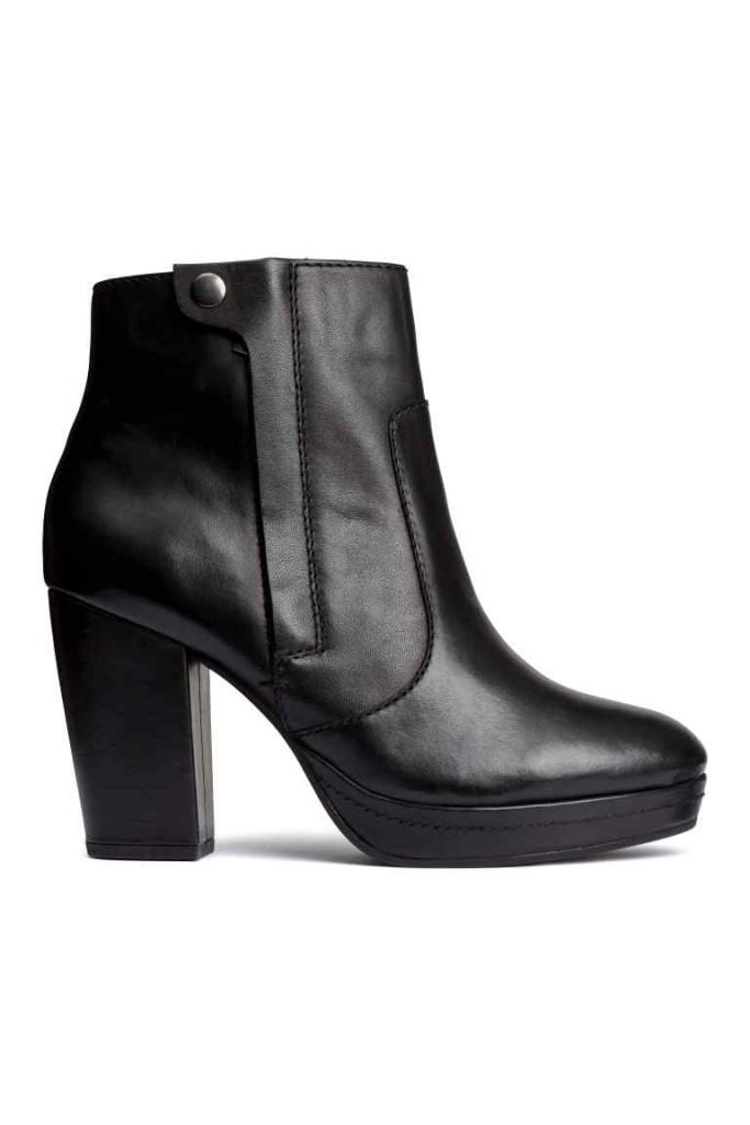 Stivaletti in pelle neri alla caviglia con tacco, H&M.