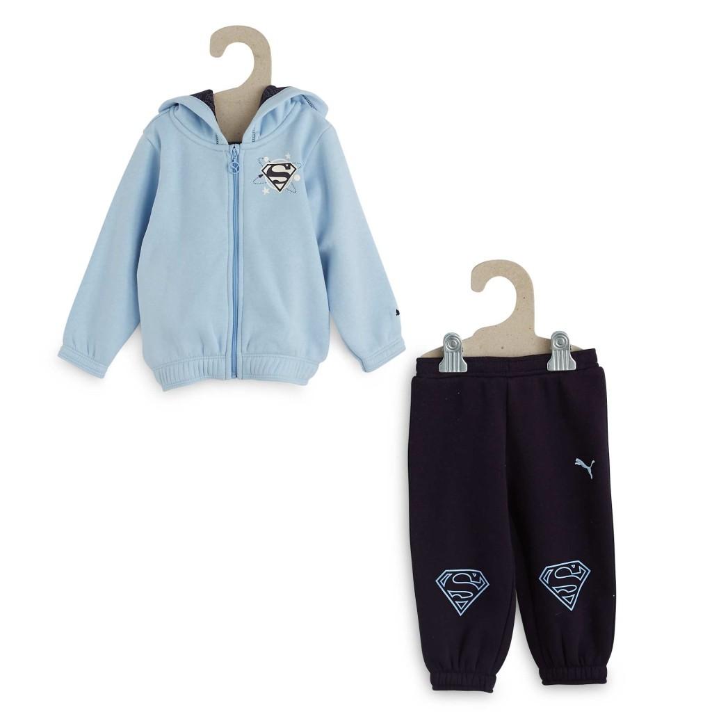 Puma. Tutina puma blu con S di Superman stampata sulla felpa e sui pantaloni.