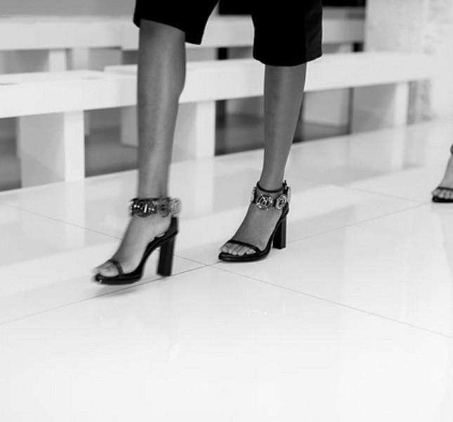 Versus Versace sandali con tacco e cinturino alla caviglia
