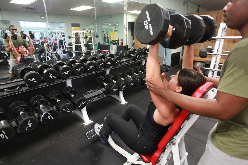Segui un allenamento con un personal trainer