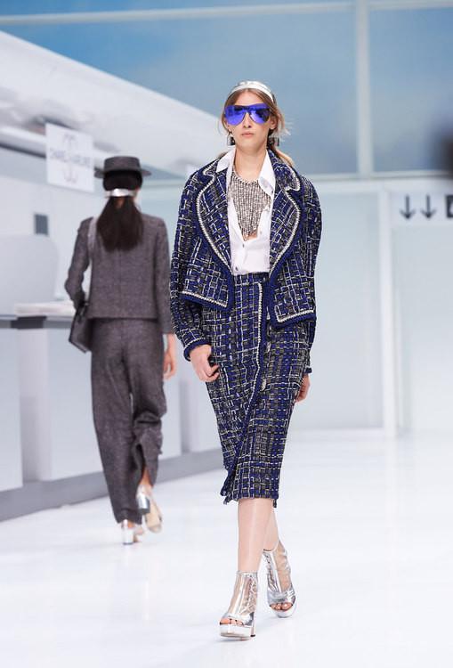 La collezione Chanel SS 2016 è dedicata al faux tweed.