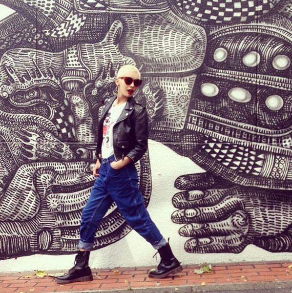 Lo stile hipster interpretato con jeans con risvolto e Dottor Martens