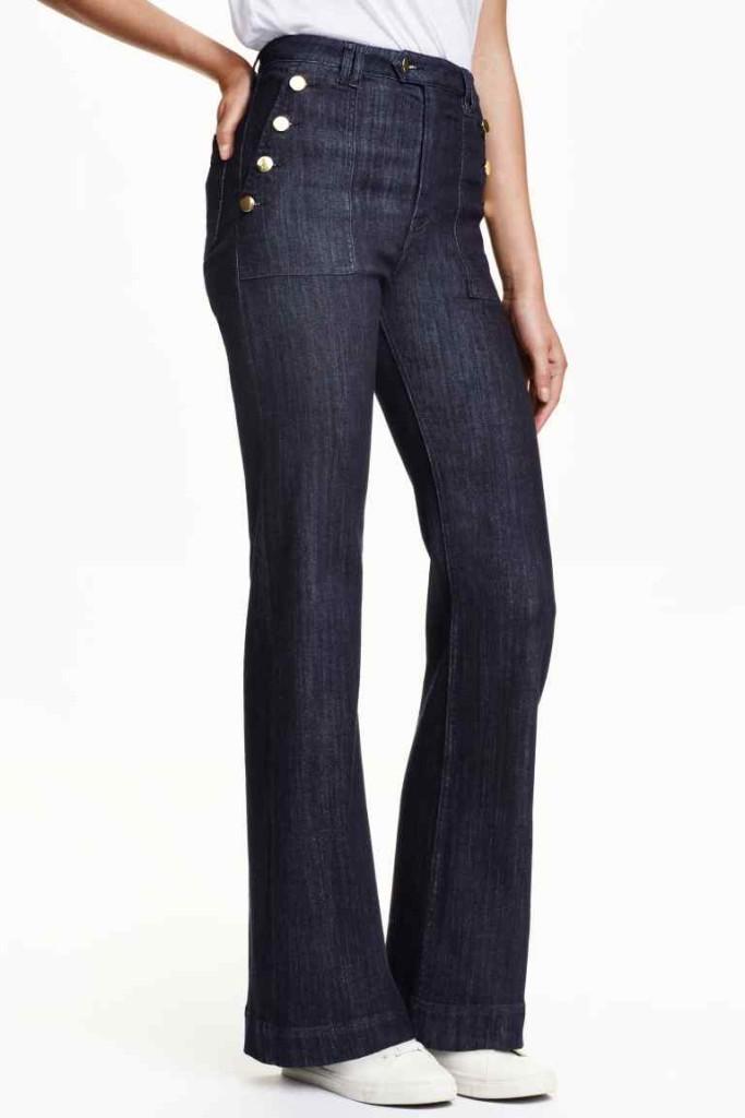 I jeans vita alta flared con bottoni laterali di H&M stanno bene a chi ha un po' di pancia