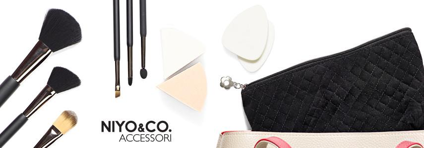 La vasta gamma di accessori NIYO&CO. comprende pennelli per il trucco degli occhi e del viso, spugne per il make up e per la detersione, piegaciglia e tutto il necessario per una manicure e pedicure perfette.
