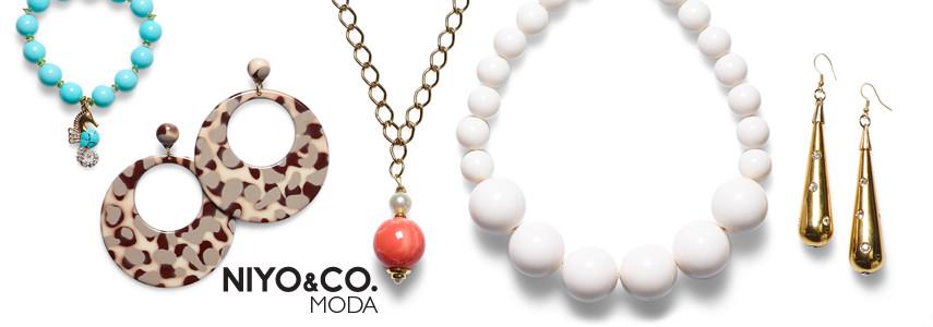 NIYO&CO. ci stupisce anche con gli accessori moda, proponendo diversi modelli di bracciali, orecchini, collane e beauty da viaggio di diverse dimensioni.