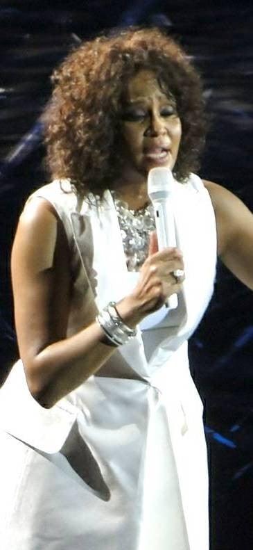 Whitney Houston nel 2010, visibilmente ingrassata.