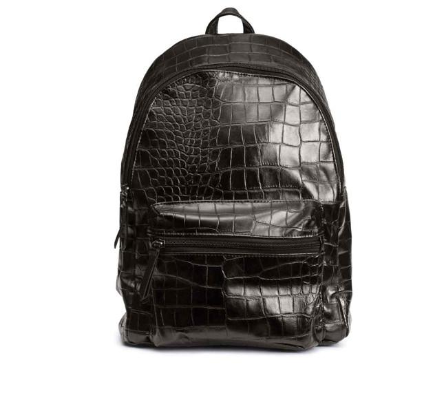 H&M, zaino in finta pelle con decoro coccodrillo.