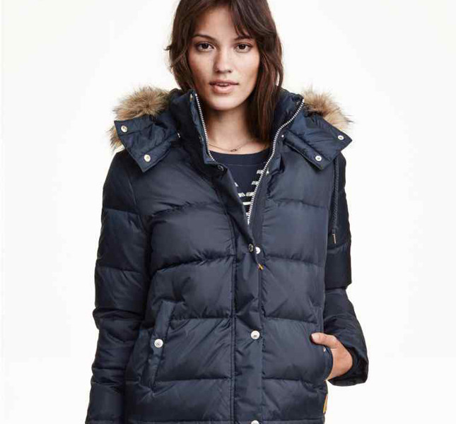 H&M, piumino blu con pelliccia sul cappuccio