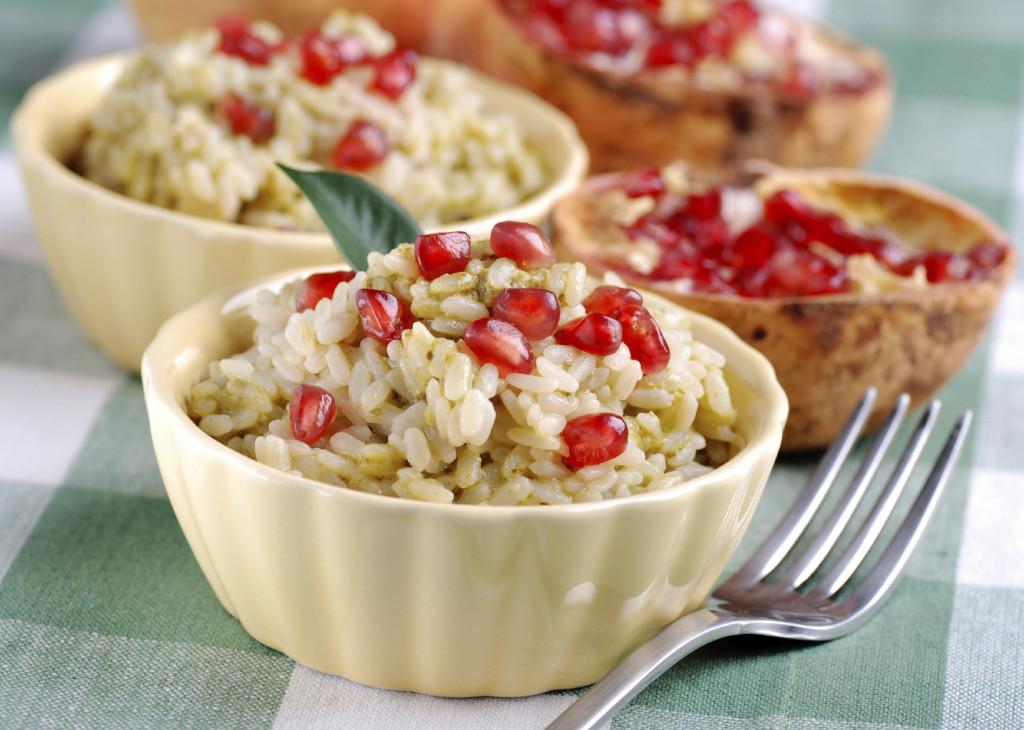 Il risotto al melograno è una pietanza semplice da preparare ma deliziosa e di grande effetto.