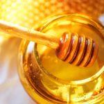 Il miele è un prezioso alleato della nostra pelle: scopriamo i migliori prodotti per la cura del corpo.