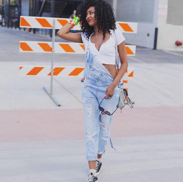 Salopette jeans stile sportivo e sexy