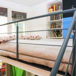 Con il letto a soppalco si possono creare spazi fondamentali per l