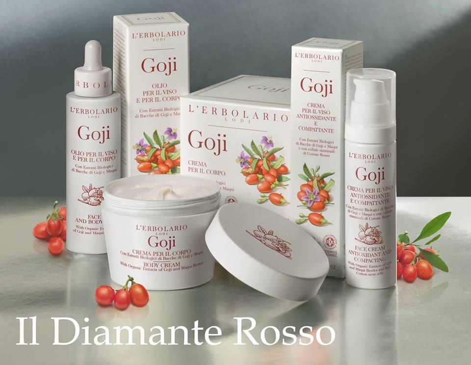 L'Erborario presenta diverse idee regalo composte, ad esempio, da crema corpo e talco profumato. Diverse le fragranze proposte, tra cui la nuovissima linea al Goji.