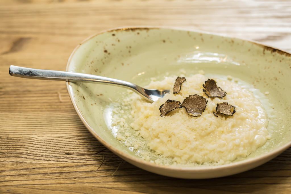 Risotto al tartufo: un piatto profumatissimo e sofisticato.