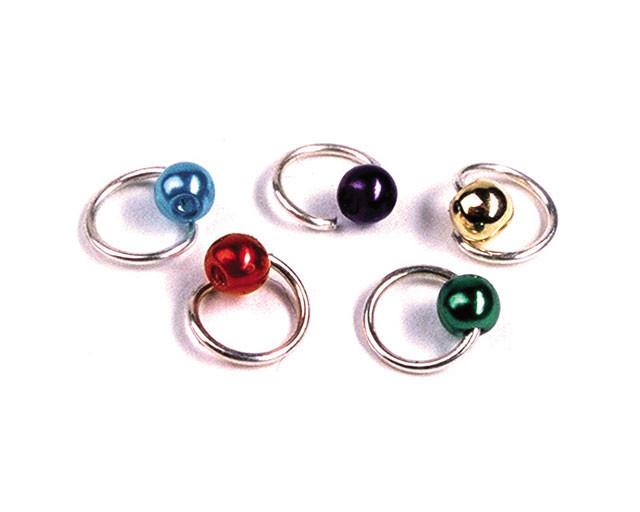 Piercing per unghie con perlina colorata.