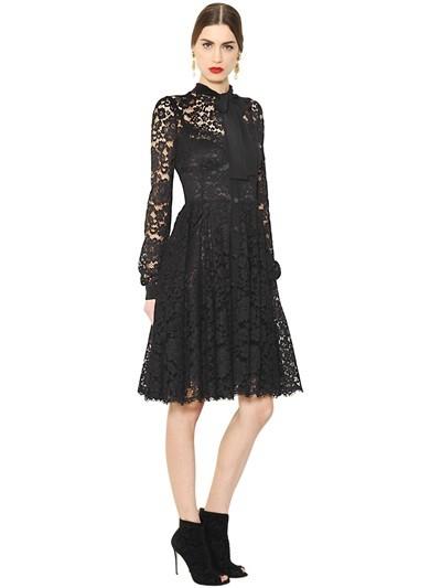 Dolce e Gabbana abito nero in pizzo cordonetto e cady (2.950 euro)
