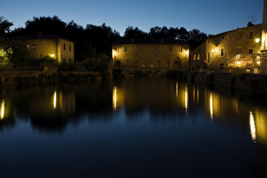 A corto di idee per il capodanno? Le terme ad accesso gratuito sono moltissime in Italia: una soluzione romantica e low cost!