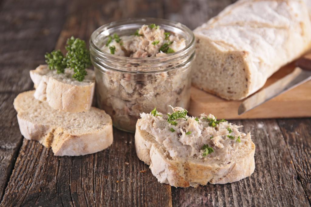 Patè di tonno con il Bimby: una ricetta veloce e facile per delle sfiziose tartine.