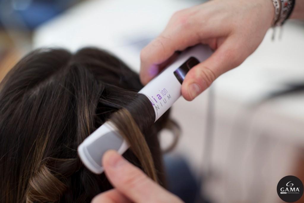 La tecnologia IHT e le piastre oscillanti della piastra Exelia Titanium Ion Gama Professional regalano un look perfetto con una sola passata, stressando meno i capelli